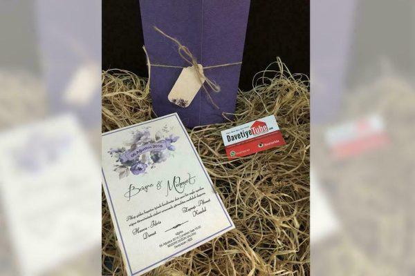 mor çiçekli zarflı ipli davetiye