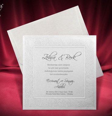 Kabartma desenli kare zarflı davetiye