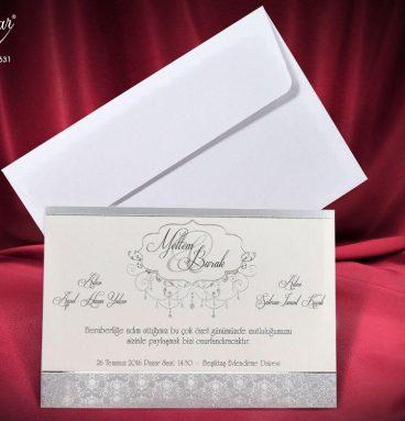 beyaz zarflı gümüşlü davetiye